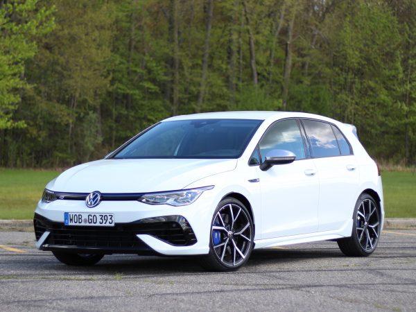 2022 Volkswagen Golf R รีวิวไดรฟ์แรก | มันสนุกมากขึ้น!