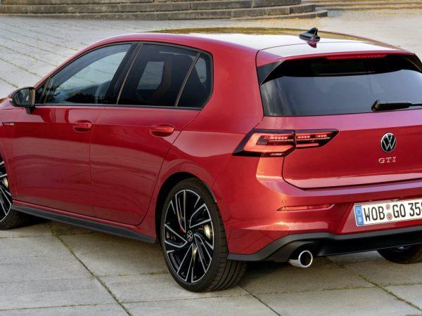 2022 Volkswagen Golf GTI รีวิวไดรฟ์แรก | ออกจากศูนย์หล่อโดยตรง