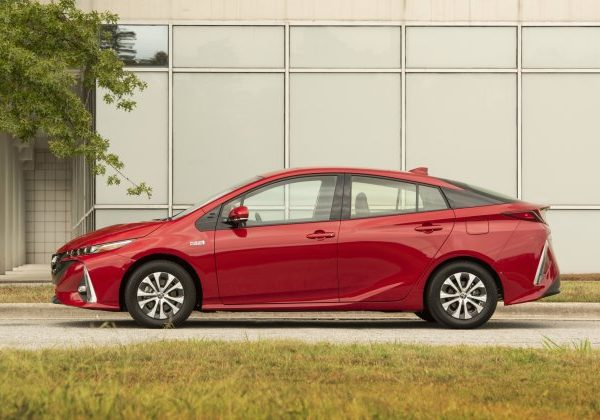2021 Toyota Prius Prime: สุดยอดรถยนต์จอดเองปี 2021