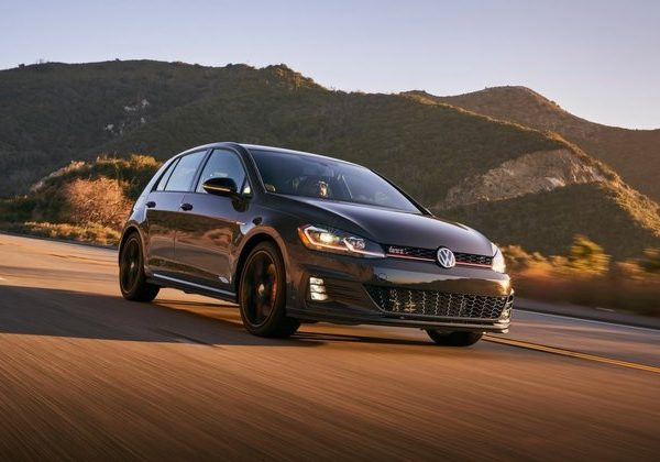 2020 Volkswagen GTI: สุดยอดรถยนต์จอดเองปี 2021