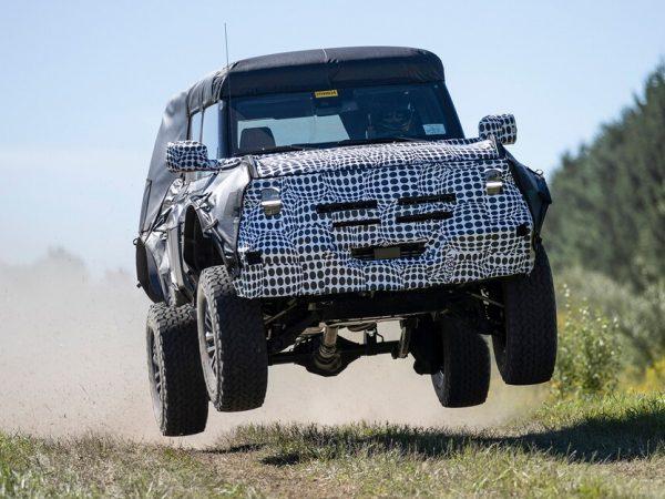 รถยนต์แห่งอนาคต: 2022 Ford Bronco Raptor ใช้ประโยชน์จากมรดกการแข่งรถในทะเลทรายของ Ford