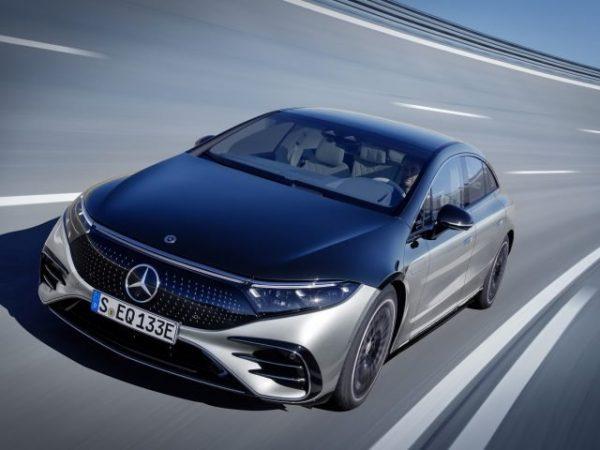 Mercedes-Benz ชาร์จสำหรับการเข้าถึงพวงมาลัยล้อหลังของ EQS