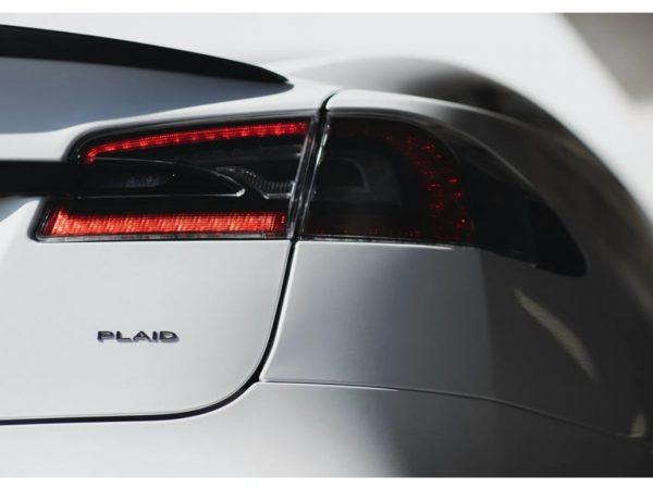 รับรางวัล Tesla Model S Plaid และวิ่ง 60 ไมล์ต่อชั่วโมงใน 2 วินาที